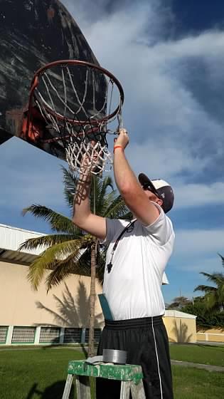 Coach hangs net